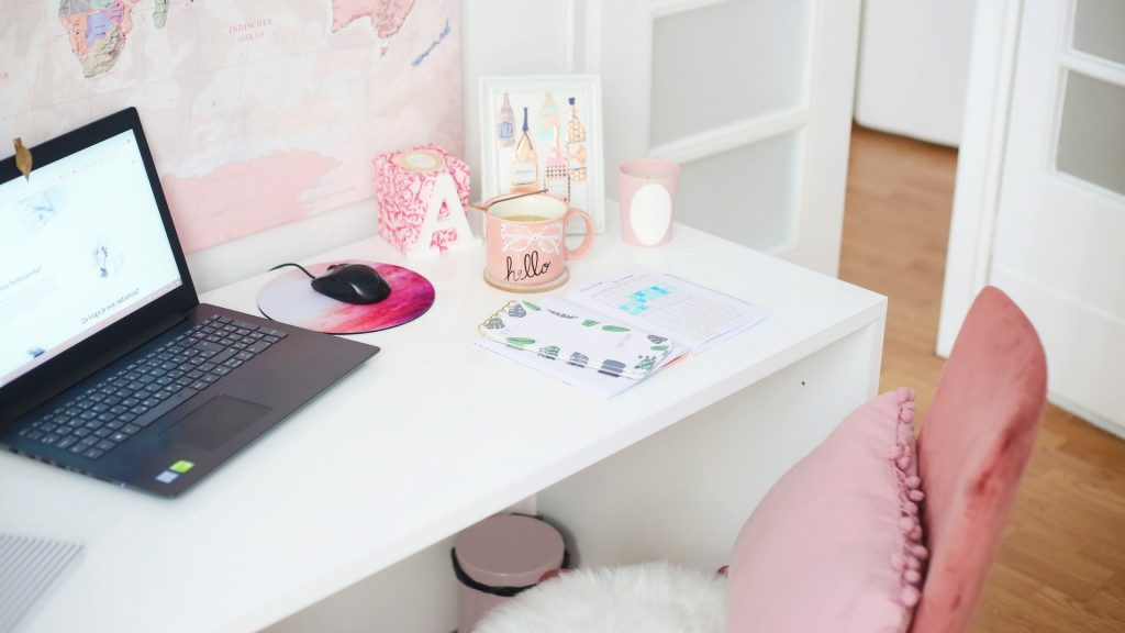 desk with a pink chair